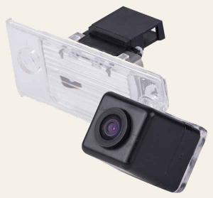 Штатная камера заднего вида MyDean VCM-384C для автомобилей VW Tiguan (2007-), Touareg (2002-2010) (в подсветку номера, обычная лампа)